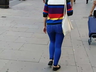Sexy londoner blue jeans (PEACHY ASS) CANDID